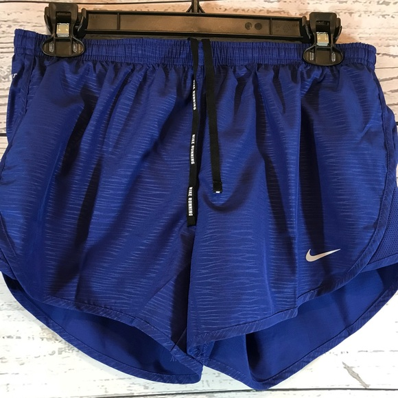 dad5f033271d6 Nike Womens Modern Embossed Tempo Running Shorts NWT
